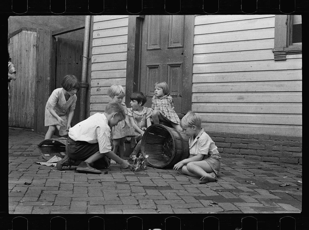 Poor children playing on sidewalk, Georgetown, Washington, D.C.. Library of Congress Prints and Photographs Online Catalog. http://www.loc.gov/pictures/item/fsa1997000148/PP/resource/